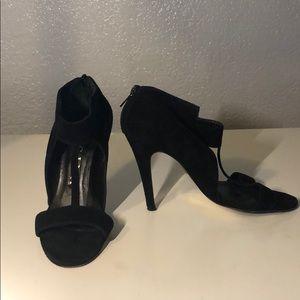 Gina black suede heels size 6